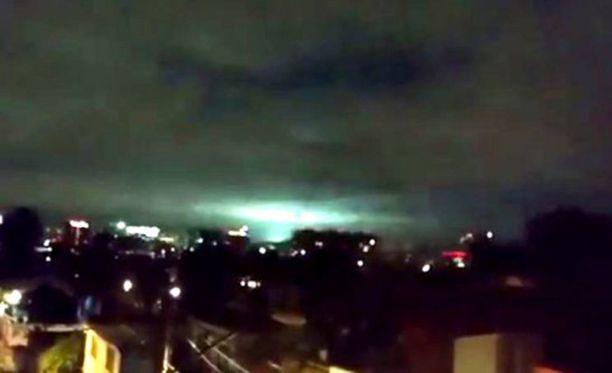 Valot kestivät joitakin sekunteja. Samanlaisia valoilmiöitä on nähty usein maanjäristysten yhteydessä.