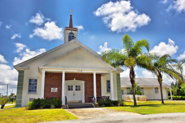 Floridan Kotikirkko on loppuun saakka puolustanut entistä rahastonhoitajaansa.