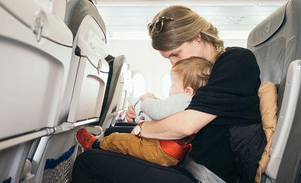 Istuimien edessä olevat tarjotinpöydät ovat lentokoneiden likaisimpia paikkoja.