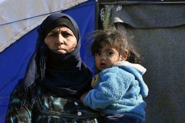 Maan sisäisiä pakolaisia on edelleen kymmeniä tuhansia Mosulin lähettyvillä pakolaisleireillä.