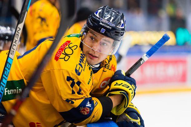 Ilves muisti Lukkoon siirtynyttä entistä kapteeniaan Tapio Laaksoa keskiviikkona Tampereella.