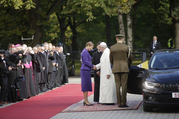 Viron presidentti Kersti Kaljulaid tapasi Paavin.