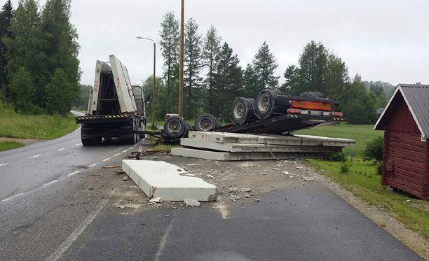 Onnettomuus sattui maanantaina kello 12 jälkeen Hollolan Kirkkotiellä.