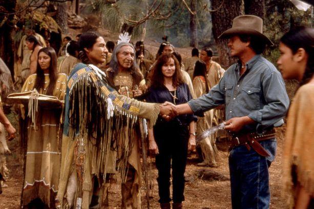 Reevis näytteli myös vuonna 1995 ilmestyneessä Last of the Dogmen -elokuvassa.