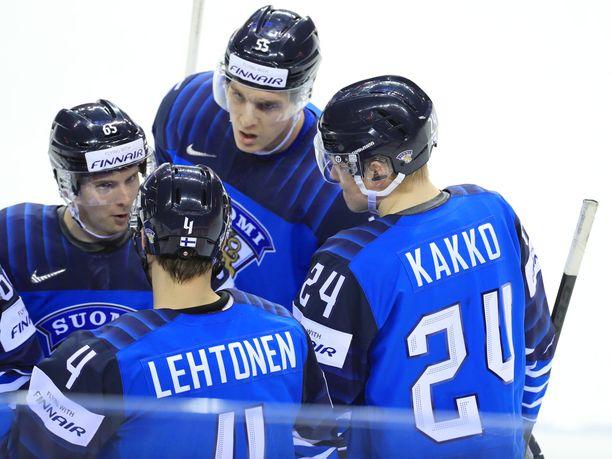 Suomi juhli 5–0-voitto Iso-Britanniaa vastaan.