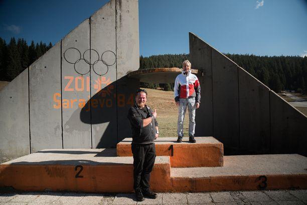 Matti Nykänen nousee 32 vuoden jälkeen samalle olympiapalkintokorokkeelle.