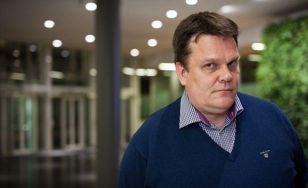 Keskustan entinen puoluesihteeri, nykyinen tietokirjailija ja sote-konsultti Jarmo Korhonen.