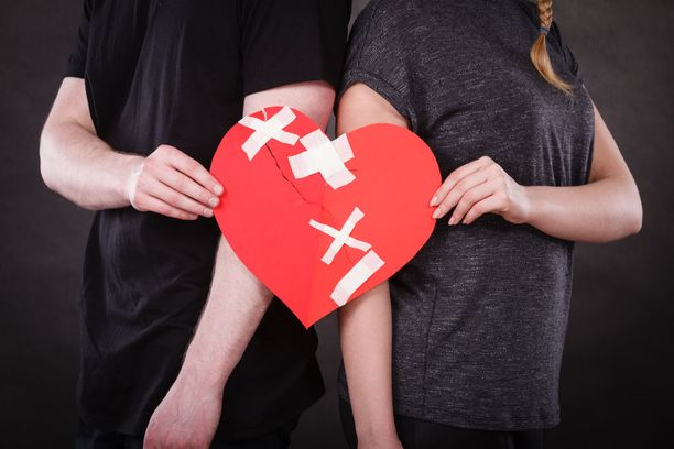 Yhä useammat pariskunnat hakeutuvat parisuhdeterapiaan. Terapiassa keskustellaan ja kartoitetaan molempien taustoja ja parisuhdemalleja.