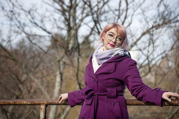 Vaikeista masennusjaksoista huolimatta Niina on oppinut elämään kaksisuuntaisen mielialahäiriön kanssa. Ystäville hän pyrkii olemaan avoin.
