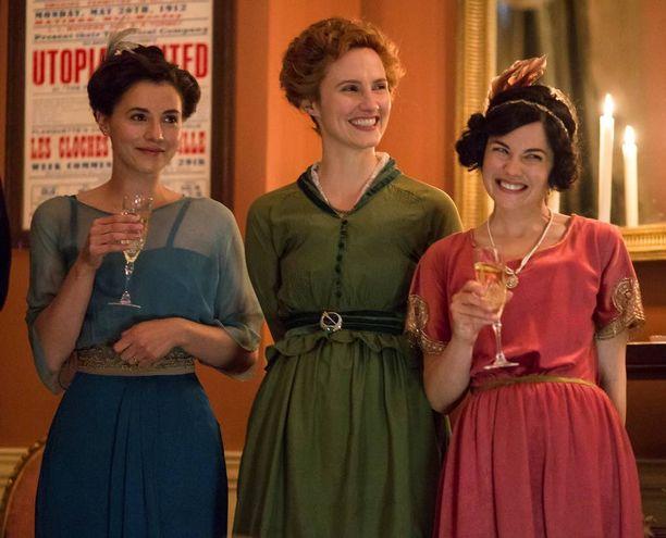 Charlie Murphy (vas.), Ruth Bradley ja Sarah Greene näyttelevät Louhimiehen ohjaamassa irlantilaissarjassa.