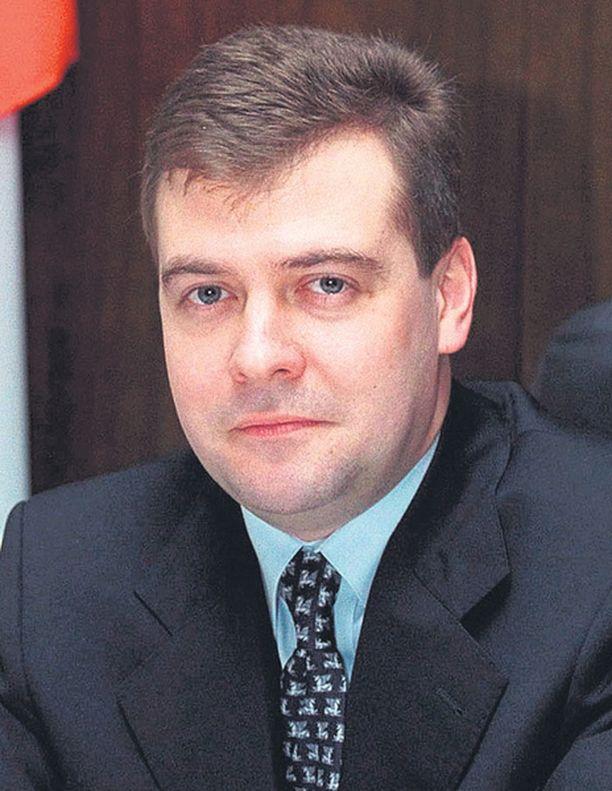 Presidenttiehdokas Dmitri Medvedev joutuu kampanjansa kautta osoittamaan, että Venäjän demokratia toimii. Mitä aidompi taistelu, sitä vahvempi valtikka.