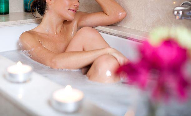 Kylpy ei kuivata ihoa, kunhan muistat sitoa veden iholle kosteusvoiteella.