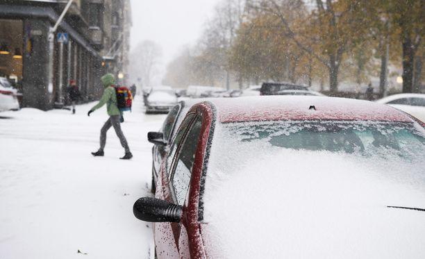Lumipyry sotkee todennäköisesti laajasti liikennettä niin teillä kuin raiteilla loppuviikolla.