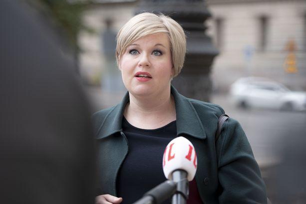 Tiede- ja kulttuuriministeri Annika Saarikko (kesk) kuvattuna torstaina Säätytalolla.