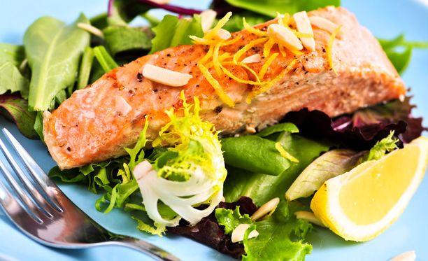 Kalaa ja kasviksia. Terveellinen ateria.