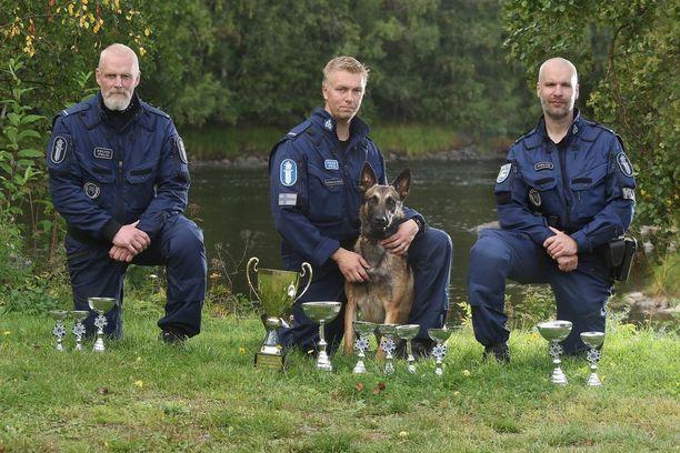 Kuvissa kolme parasta vasemmalta: Markku Leinonen, Toni Tarkiainen ja Viksu, Johnny Haddas.
