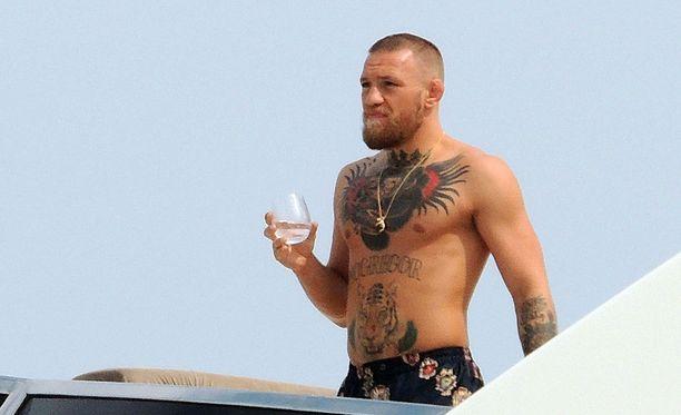 Conor McGregor lomailee.