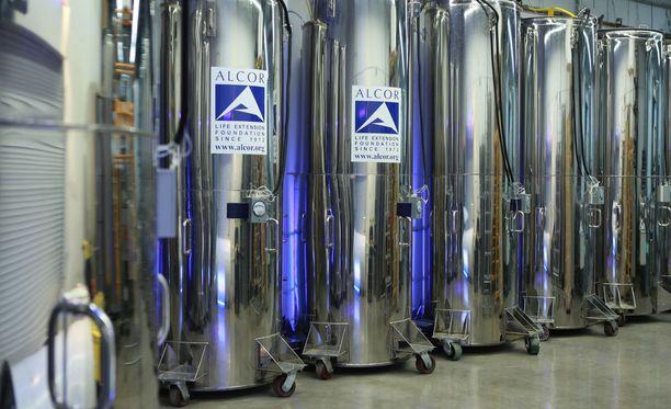 Alcor Life Sciences -niminen amerikkalaisyritys pakastaa ihmisiä kuoleman jälkeen tällaisiin tankkeihin.
