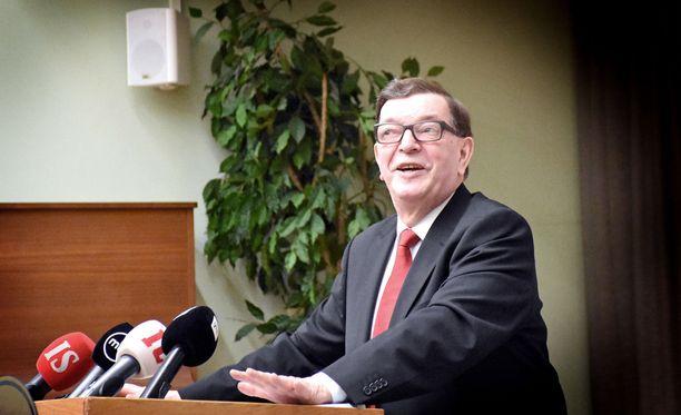 Väyrysläisten mukaan Paavo Väyrysen erottaminen Kansalaispuolueesta tehtiin laittomassa kokouksessa.