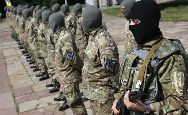 Vapaaehtoisista koottu Azovin pataljoona taistelee eturintamassa.