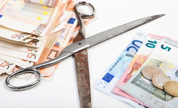 Viime viikon perjantaina esitellyssä valtiovarainministeriön budjettiehdotuksessa todetaan, että yksityislääkärikäynneistä maksettavista korvauksista leikataan. Tavoiteltu säästösumma on 78 miljoonaa euroa.