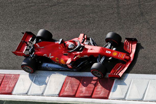 Sebastian Vettel ajoi viimeistä kertaa Ferrarin ratissa Abu Dhabissa.