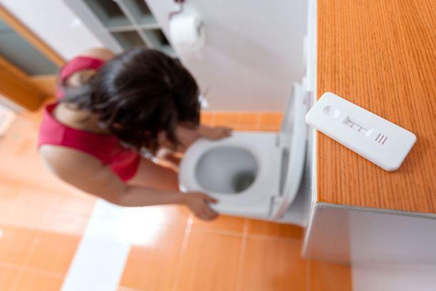 Vaikea raskauspahoinvointi alkaa tyypillisesti ennen yhdeksättä raskausviikkoa. Kuvituskuva.