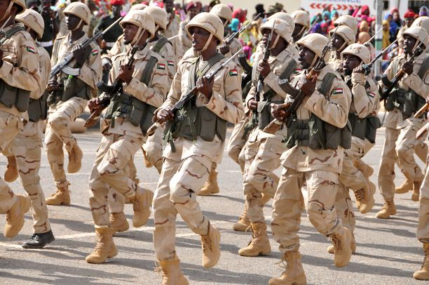Sudanin nopean toiminnan joukot (RSF) valatilaisuudessa Khartumissa 13. toukokuuta 2017.