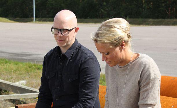Toni Wirtanen avautuu Maaret Kalliolle.