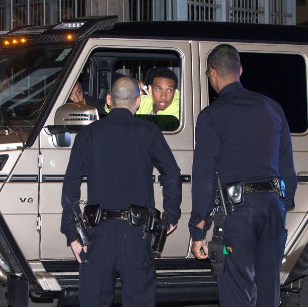 Tyga ei pysähtynyt stop-merkin kohdalla, ja sai poliisit peräänsä.