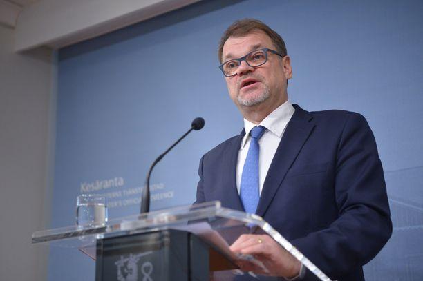 Pääministeri Sipilä kommentoi hallituksen eroa Kesärannassa.