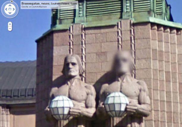 Google oli valmis suojelemaan toisen Helsingin rautatieaseman kivimiehen henkilöllisyyttä, mutta toisen naama näytettiin.