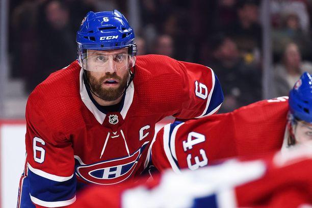 Kanadalainen NHL-konkari Shea Weber hävisi vedon suomalaisille joukkuetovereilleen.