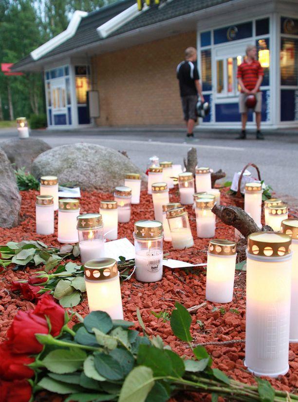 AMMUSKELU Kolme ihmistä kuoli Porvoon Mc Donald'sin autokaistalla heinäkuun alussa.