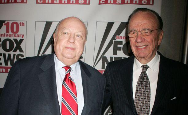 Mediamoguli Rupert Murdoch (oik.) valitsi Roger Ailesin perustamaan ja johtamaan Fox-uutiskanavaa vuonna 1996.