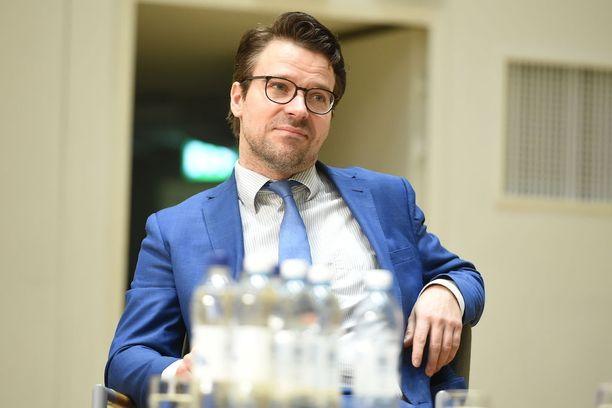 Vihreiden puheenjohtaja Ville Niinistö ei tykännyt, kun Ylen kuntavaalitentissä tivattiin leikkauksista, joita tehtiin vihreiden hallituksessaoloaikana.