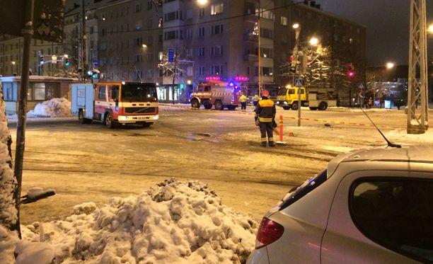Pelastuslaitos selvitti tilannetta myöhään keskiviikkoiltana Helsingin Töölössä.