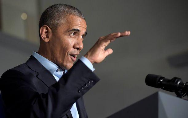 Barack Obama vitsaili Donald Trumpin salaliittoteorioilla muutamia vuosia sitten.