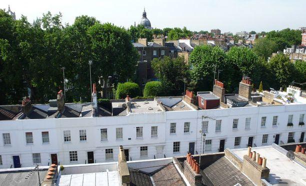 Hajijeva omistaa Walton Streetillä Knightsbridgessa Harrodsin lähellä talon, joka maksoi noin 13 miljoonaa euroa.