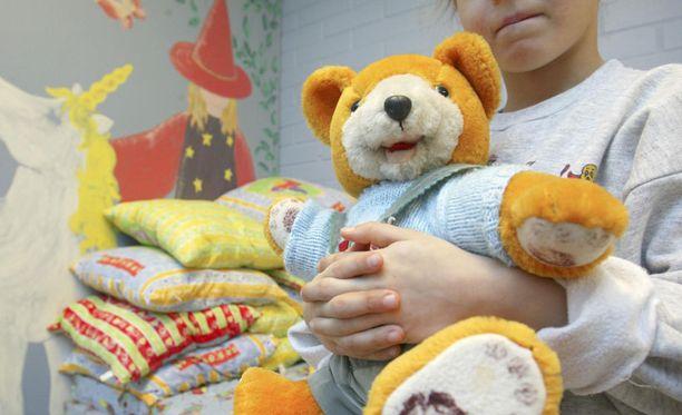 Lähisuhde- ja perheväkivallan uhrit ovat Suomessa myös eriarvoisessa asemassa asuinkunnasta riippuen.