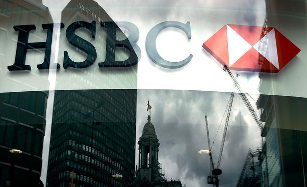 Brittiläinen HSBC-pankki pahoittelee videopilaa.
