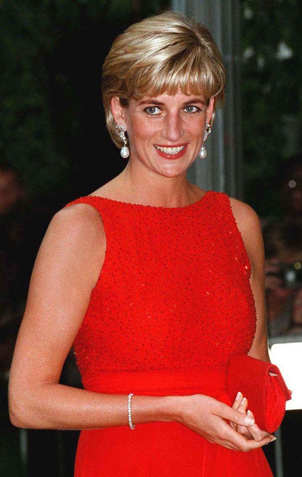 Walesin prinsessa Diana ylsi tyylikkäimpien listalla toiseksi.