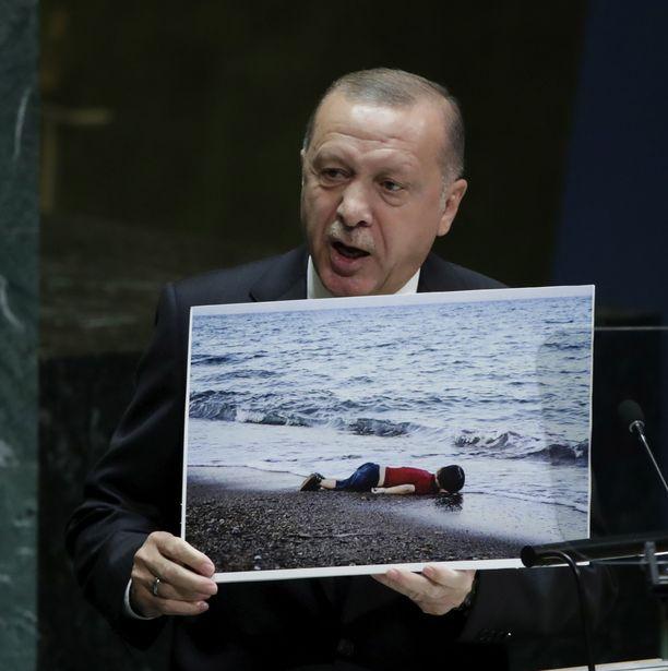 Turkin presidentti Recep Tayyip Erdogan vaatii EU:ta tukemaan Turkin tavoitetta perustaa Syyrian kurdialueelle suojavyöhyke.