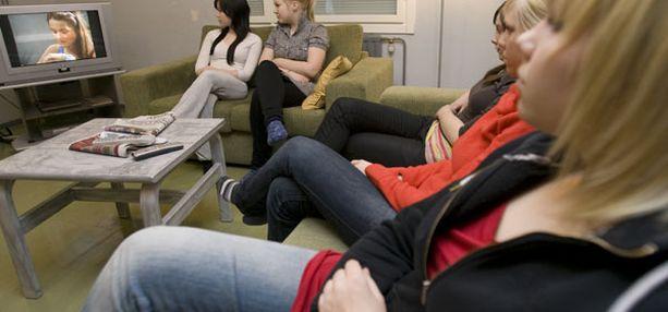 Noin joka toinen katsoo tv-ohjelmia tai vastaavaa sisältöä internetistä entistä enemmän.