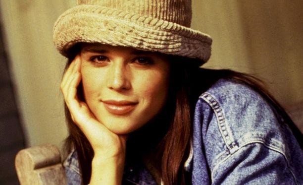 Neve Campbell ihastutti Viiden juttu -sarjassa.