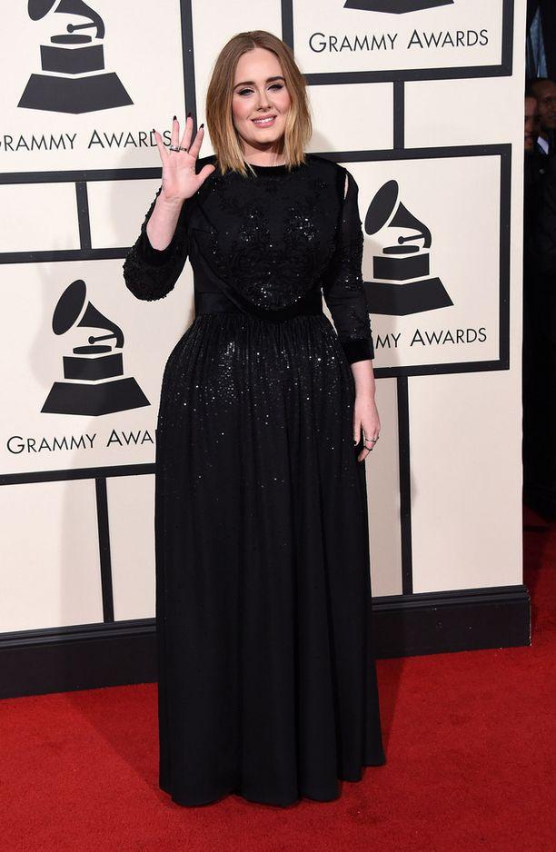 Vielä Grammy-gaalan punaisella matolla Adele nähtiin hyväntuulisena. Seuraavana päivänä tunnelmat olivat täysin erilaiset.