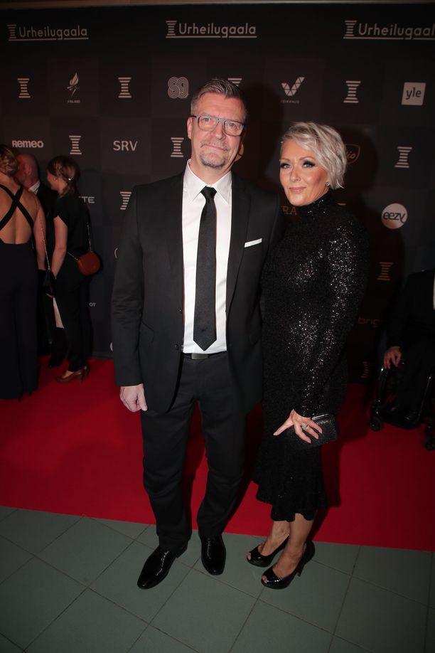 Jukka ja Sari Jalonen saapuivat kutsuvieraina Urheilugaalaan.