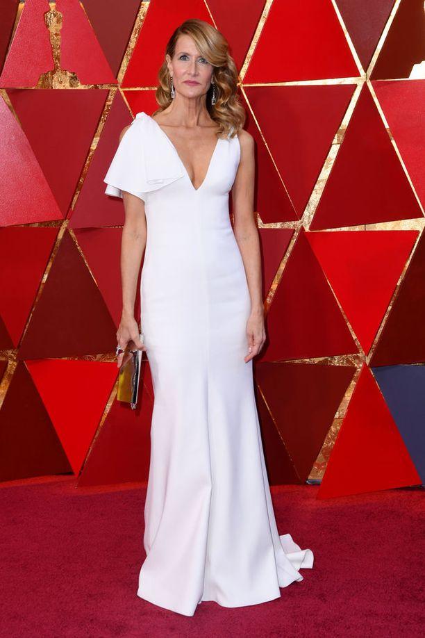 Laura Dern tunnetaan lukuisista elokuvista ja esimerkiksi televisiosarjasta Big Little Lies. Hänkin edusti valkoisessa iltapuvussa.