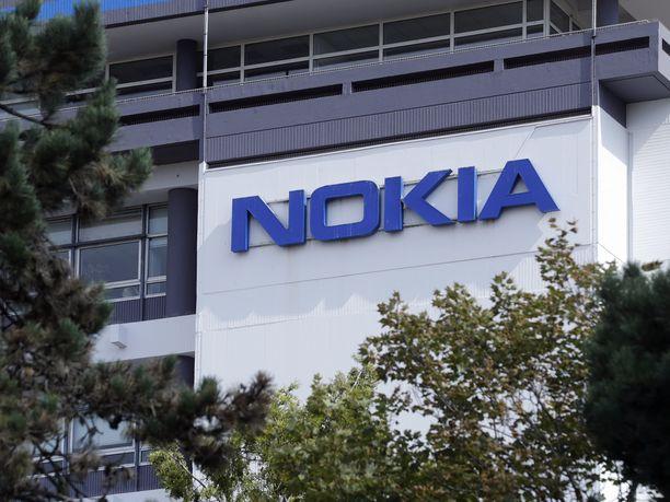 Nokian logo yhtiön toimitilojen seinässä Saclayssa, eteläisessä Pariisissa.