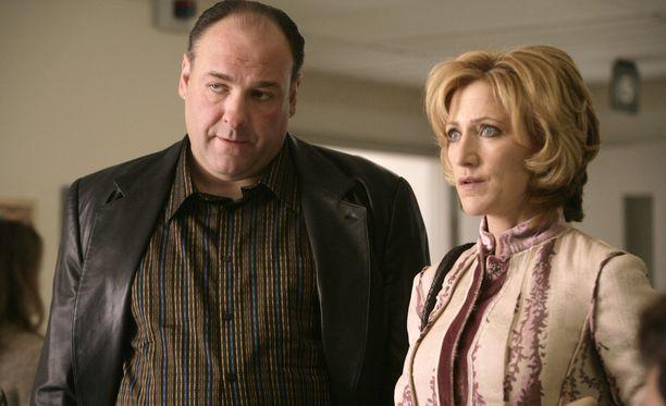Tony Sopranoa esittänyt James Gandolfini ja sarjassa tämän Carmela-vaimoa esittänyt Edie Falco.